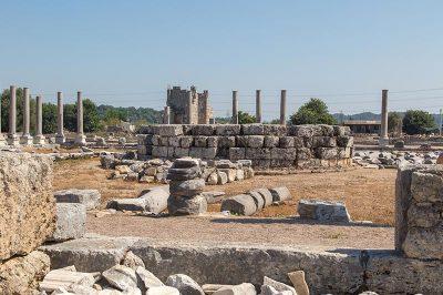 antalya perge antik kenti agora kalintilari 400x266