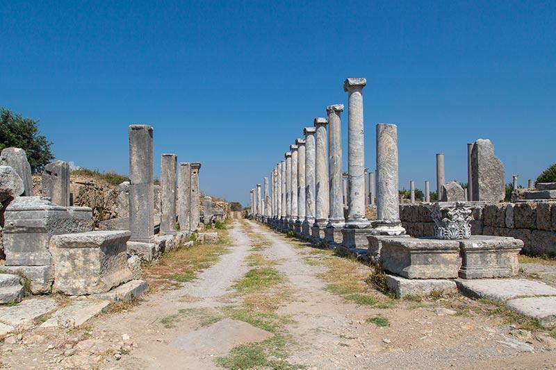 antalya perge antik kenti agora sutunlari