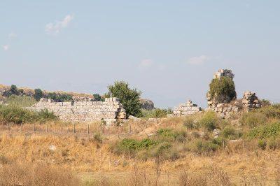 antalya perge antik kenti bazilika kalintilari 400x266