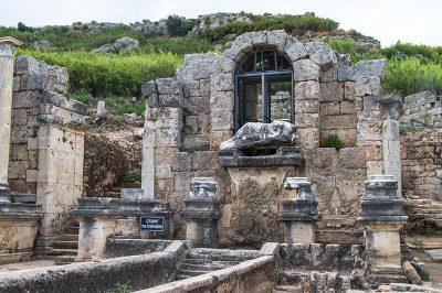 antalya perge antik kenti cesmesi 400x266
