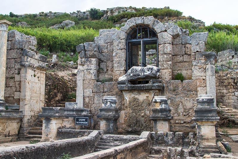 antalya perge antik kenti cesmesi