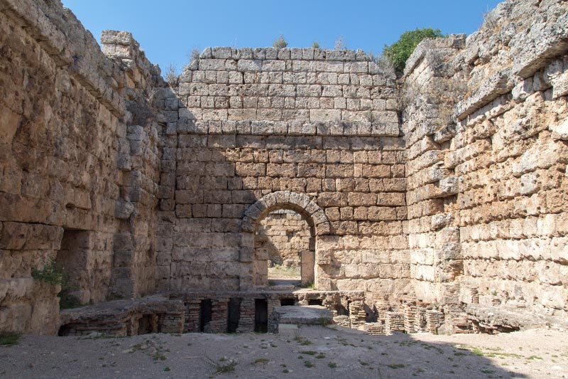 antalya perge antik kenti hamam kalintilari
