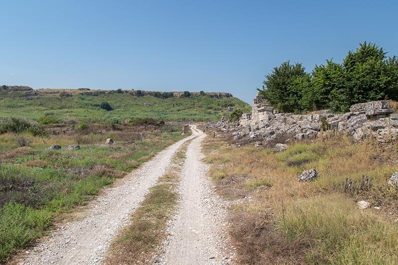 antalya perge antik kenti sur duvarlari kalintilari