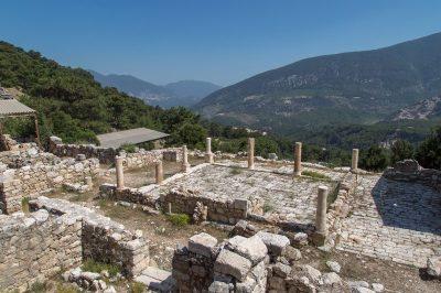 arykanda antik kenti asagi agora gezilecek yerler 400x266