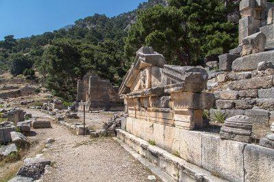 arykanda antik kenti nekropol 400x266