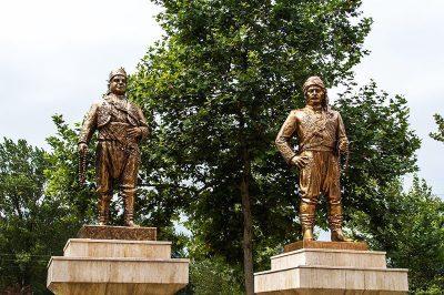 kirkpinar er meydani bronz guresci heykelleri 400x266