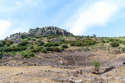 assos antik kenti tiyatrosu 400x266