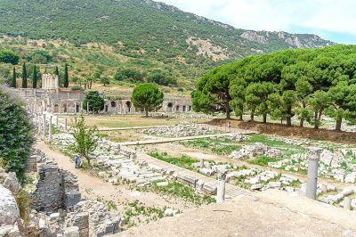 efes antik kenti agora kalintilari 400x266