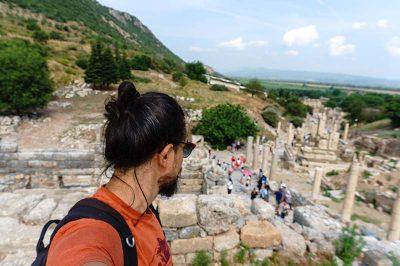 efes antik kenti cadde fotograflari 400x266
