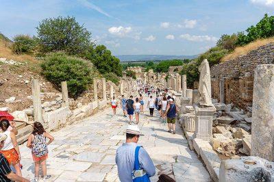 efes antik kenti kuretler caddesi yolu 400x266