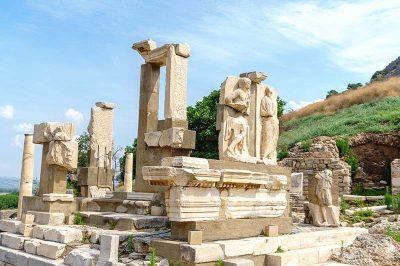 efes antik kenti tarihi tapinaklari 400x266