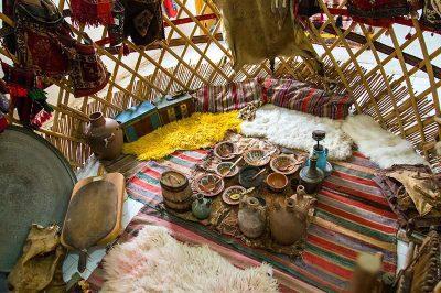 tahtakuslar etnografya muzesi yoruk cadiri ici 400x266