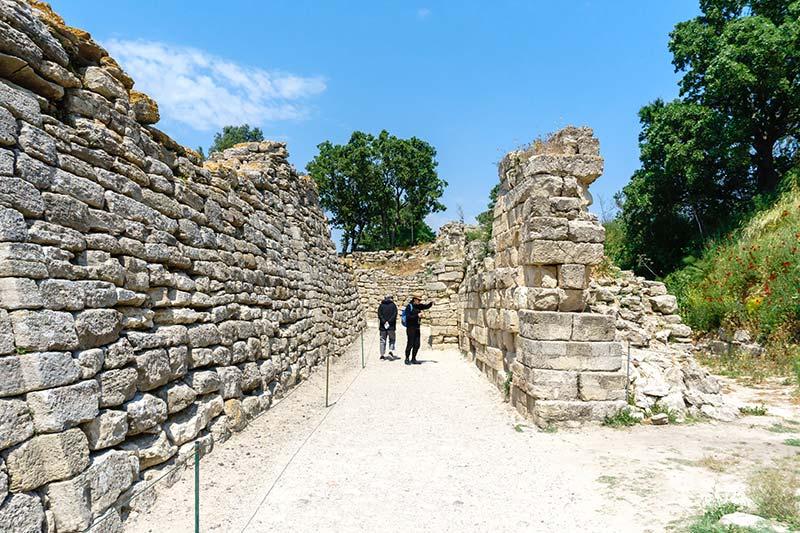 troia antik kenti tarihi sur duvarlari