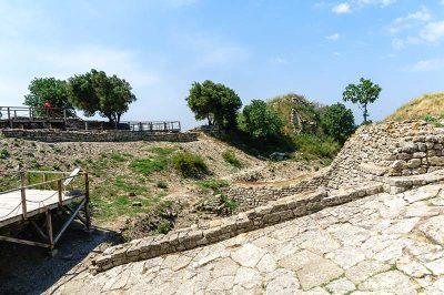 truva antik kenti sehre giris rampasi 400x266