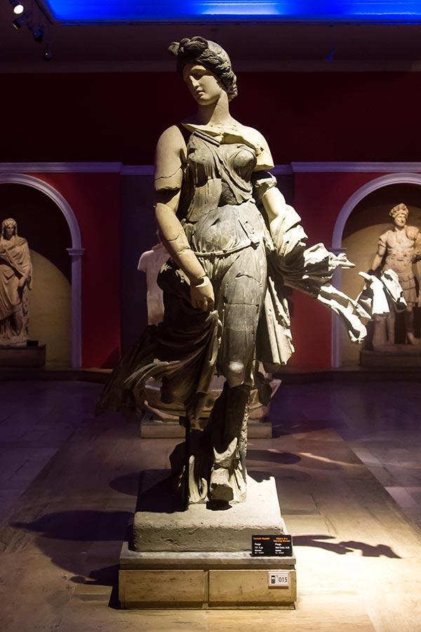antalya arkeoloji dansoz heykeli