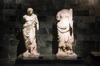 antalya arkeoloji muzesi tanrilar salonu 400x266