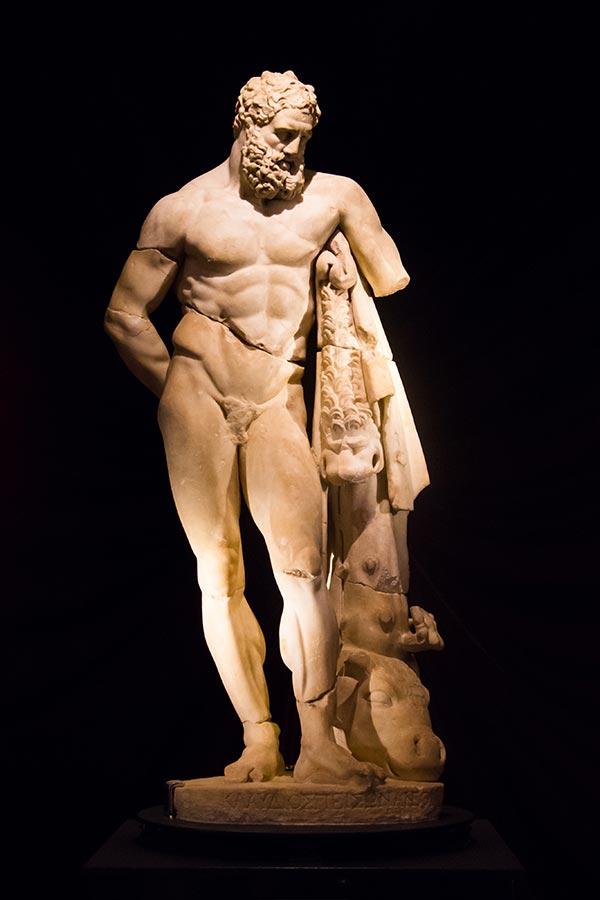 antalya arkeoloji muzesi yorgun herkul heykeli