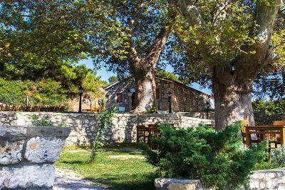 ayazma manastiri bahcesi 400x266