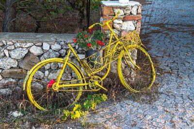 bozcaada renkli bisiklet 400x266