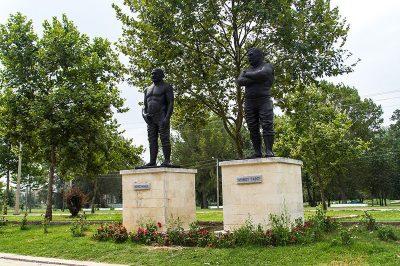 edirne er meydani guresci heykelleri 400x266