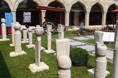 edirne turk islam eserleri muzesi avlusu 400x266