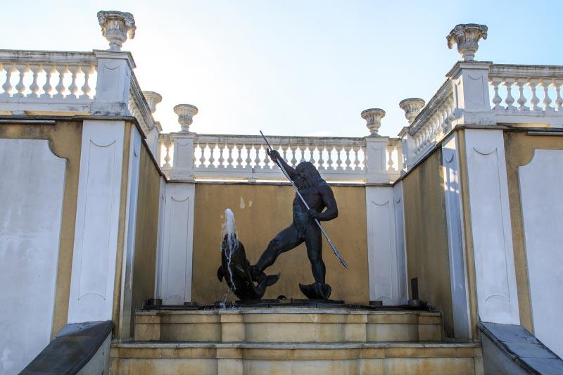 kadriorg sarayi neptun heykeli