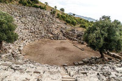 kaunos antik kent tiyatrosu 400x266