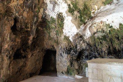 st pierre kilisesi kacis tuneli 400x266