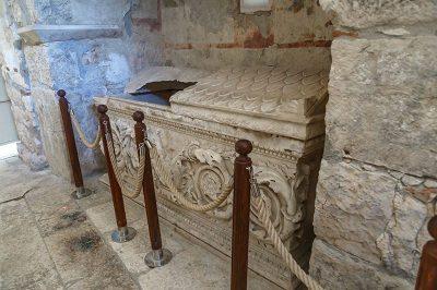 nikolas kilisesi mermer lahit 400x266