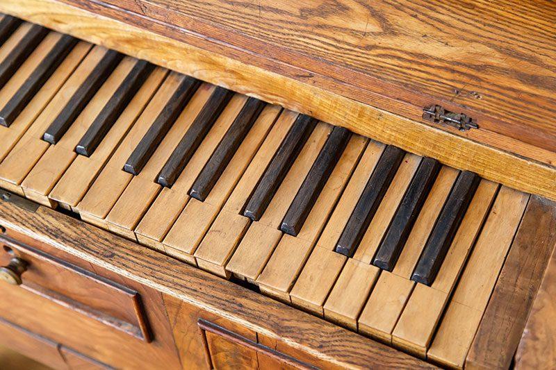 litvanya tiyatro muzesi tahta piyano