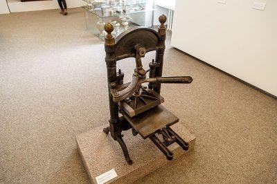 litvanya ulusal muzesi baski makinesi 400x266