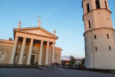 vilnius katedrali meydani gezi rehberi 400x266