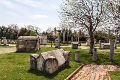kocaeli arkeoloji etnografya muzesi lahitler 400x266