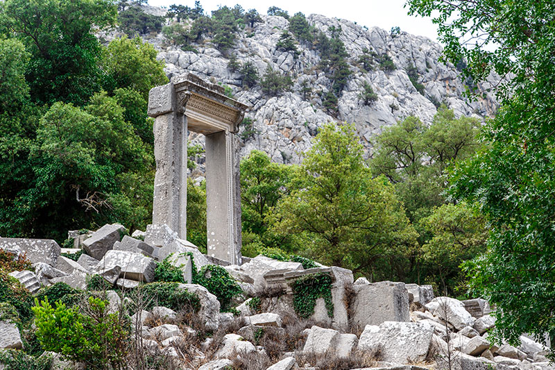 termessos antik kenti hadrian kapisi