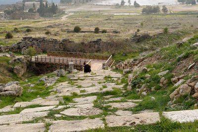 hierapolis aziz philippus kutsal alani koprusu 400x266