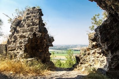 osmaniye toprakkale kalesi duvarlari 400x266