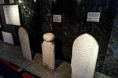 tarsus muzesi mezar taslari 400x266