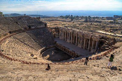 hierapolis antik kenti tiyatrosu gezisi 400x266