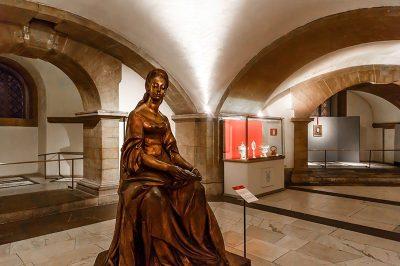 medici sapeli bronz anna heykeli 400x266