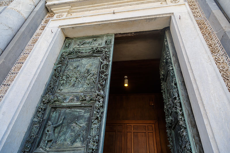 pisa katedrali bronz kapilari