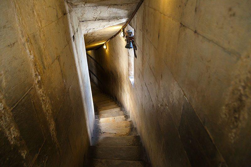 pisa vaftizhanesi merdivenleri