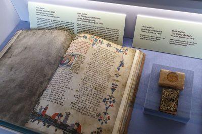 dante evi muzesi ilahi komedya kitabi 400x266