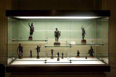 floransa arkeoloji muzesi antik bronz heykel 400x266