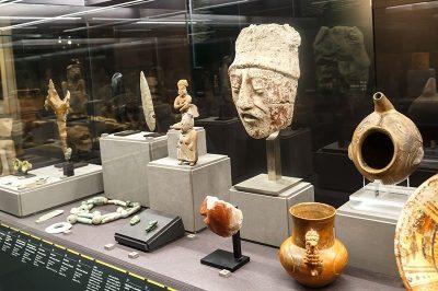 floransa arkeoloji muzesi antik seramik eserleri 400x266