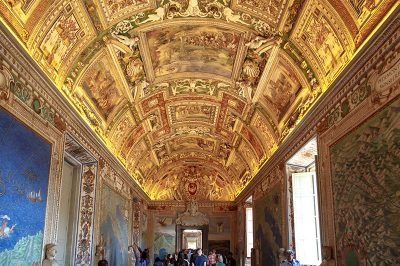 vatican muzesi renkli tavanlar 400x266