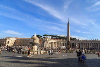 vatikan aziz petrus meydani obelisk sutunu 400x266