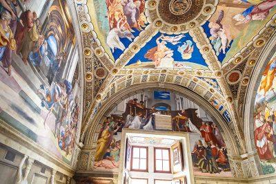 vatikan muzeleri raffael odalari 400x266