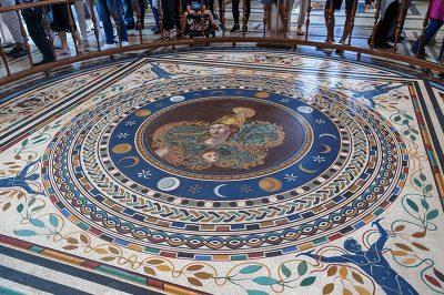 vatikan muzesi yer mozaigi 400x266