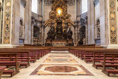 vatikan st peter bazilika tahti 400x266