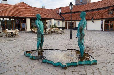 kafka muzesi adam heykelleri 400x266